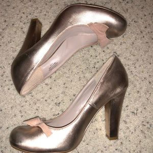 Flounce Nordstrom rose gold copper pin up pump